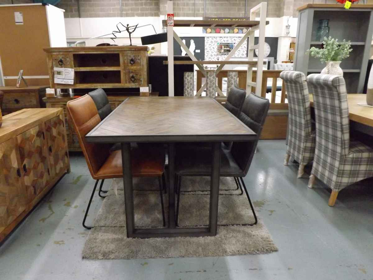Baker Designer Dining Table With Four Leather Finish Chairs Tan Or Dark Grey House Goods 4u